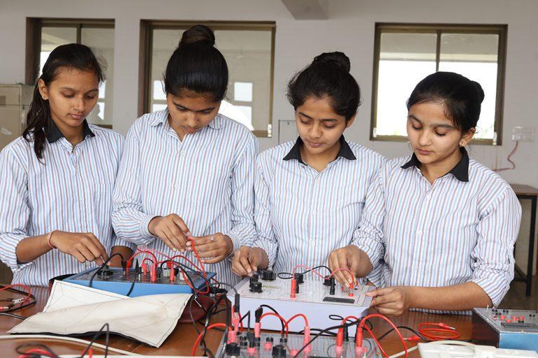 LABORATORIES - New Look School Banswara